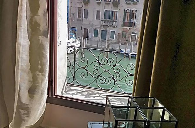Venice Canal Modern Apartment