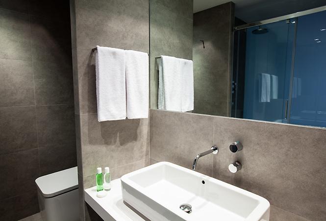 Diagonal Luxury Apartment